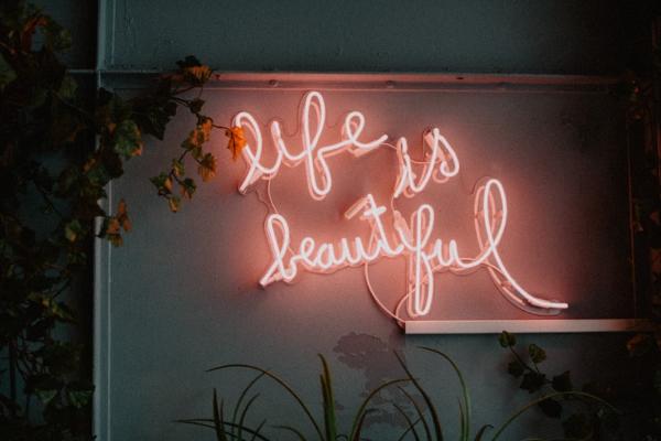 Wellness Lounge Beauty Salon First slide